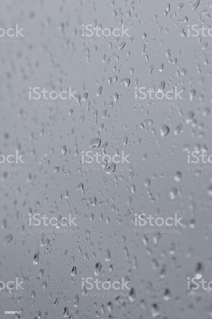 Regen-Tropfen sich fallen. Lizenzfreies stock-foto