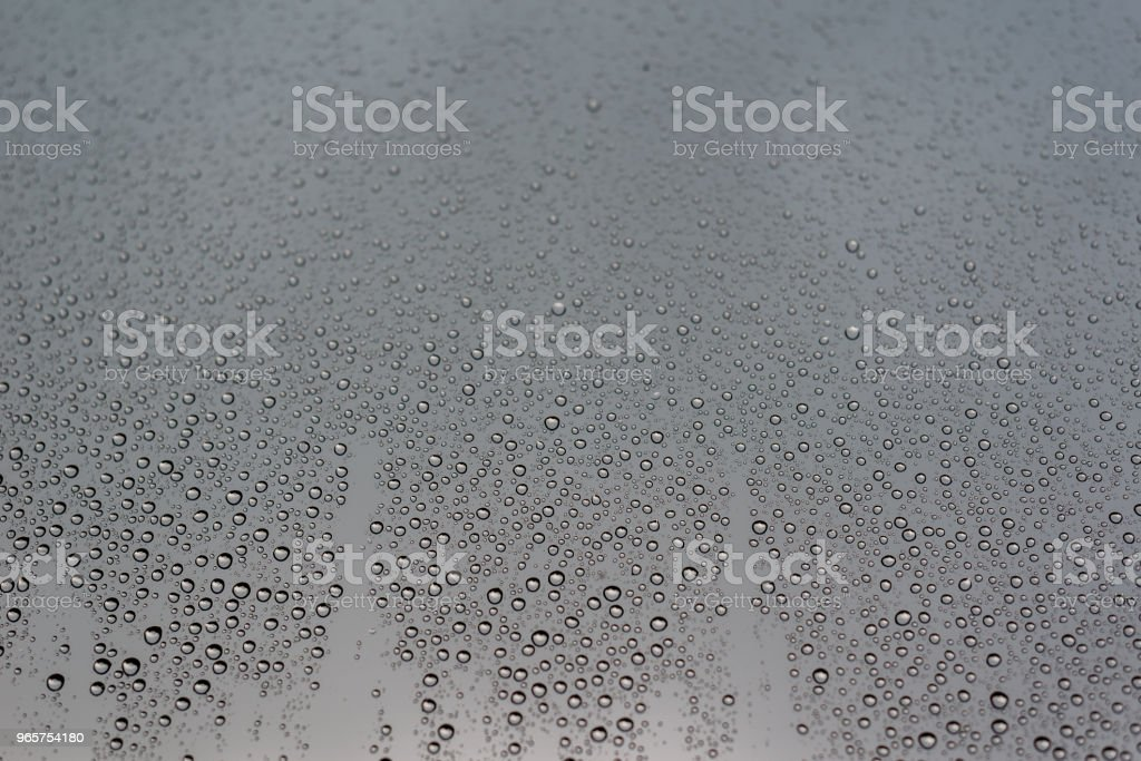 Rain drops on the window glass, with cloudy sky as background - Royalty-free Abstrato Foto de stock
