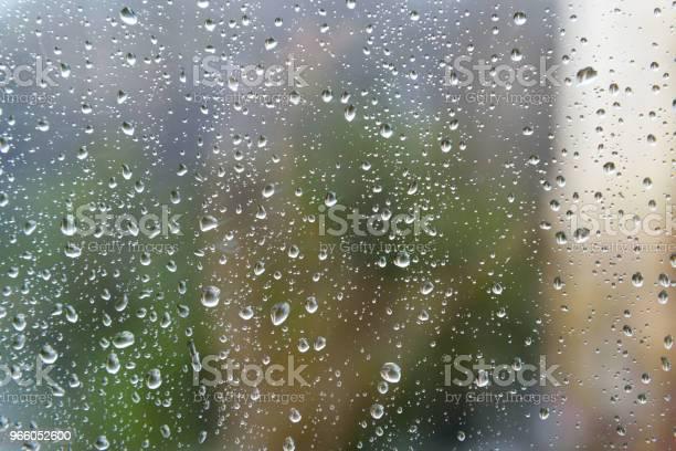 Капли Дождя На Поверхности Оконных Стекол — стоковые фотографии и другие картинки Без людей