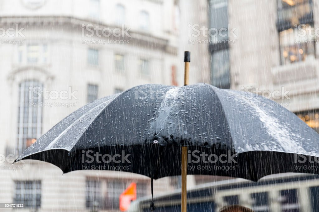 Lluvia en Londres Regent Street - foto de stock