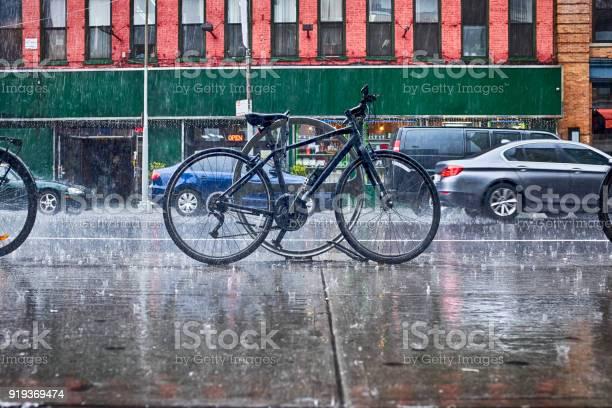 Rain in new york city picture id919369474?b=1&k=6&m=919369474&s=612x612&h=mqbjodmfmsdoucsp3te 1imn5hopnqo87clpjrnbmkg=