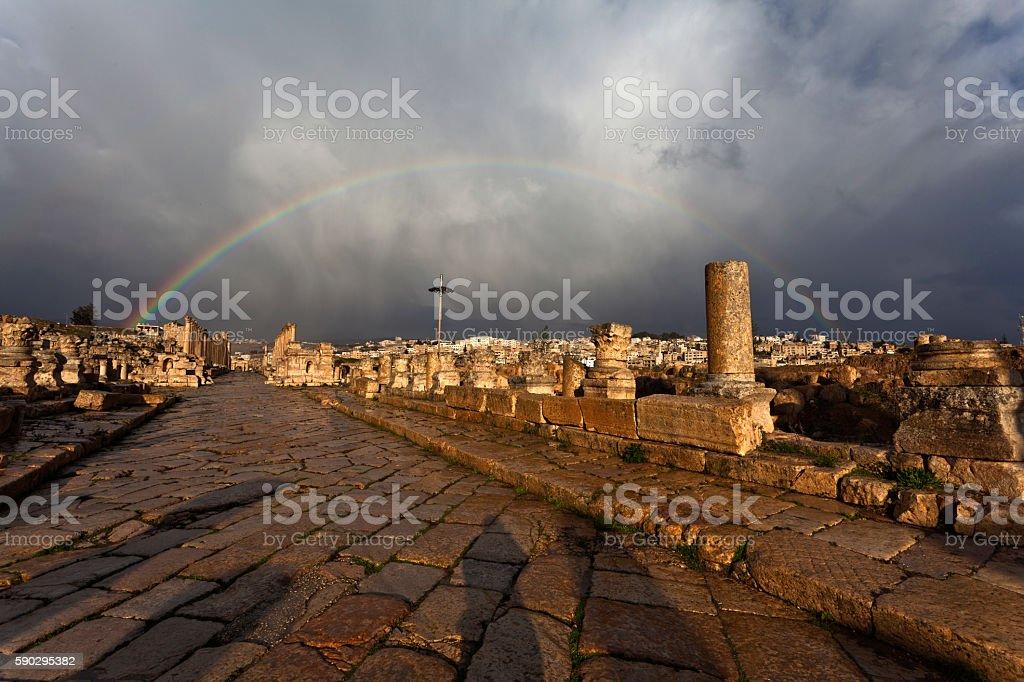 Rainbow above the Cardo Maximus in Jerash Jordan Стоковые фото Стоковая фотография