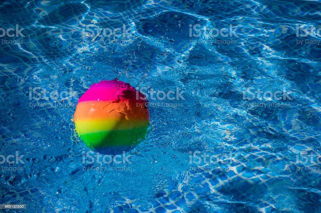 Rainbow Ball Splash Into Water - zdjęcia stockowe i więcej obrazów Abstrakcja