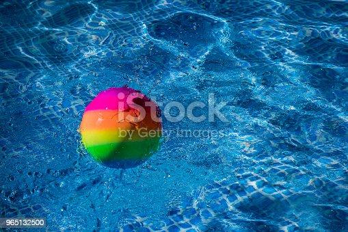 Rainbow Ball Splash Into Water - Stockowe zdjęcia i więcej obrazów Abstrakcja