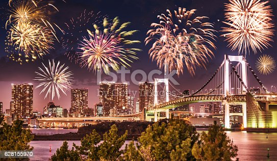 928415496 istock photo Rainbow bridge in Tokyo - Japan 628155970