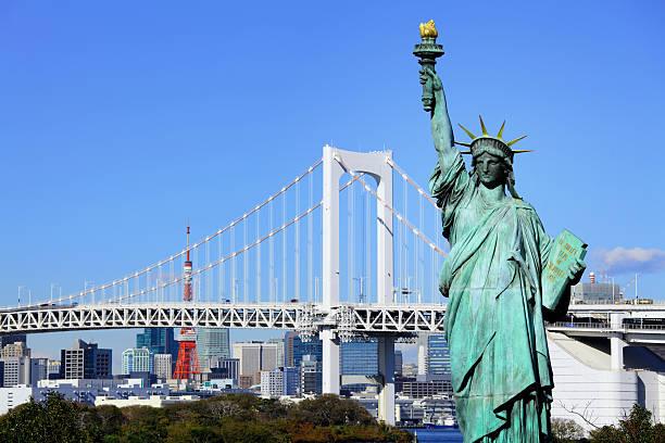 レインボーブリッジ、自由の女神、東京タワー - 自由の女神お台場 ストックフォトと画像