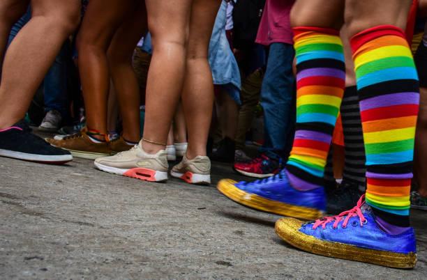 lgbt-rainbow color socken - festzugskleidung stock-fotos und bilder