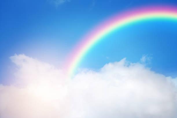 arco-íris em céu nublado - arco íris - fotografias e filmes do acervo