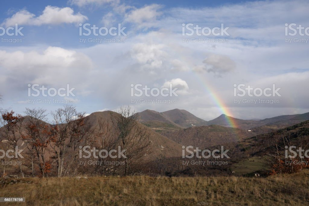 Rainbow in Pyrenees, Aude in south of France royalty-free 스톡 사진