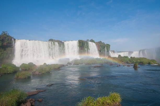 Regenbogen im Teufelskehle (Garganta del Diablo) der Iguazu Wasserfälle – Foto