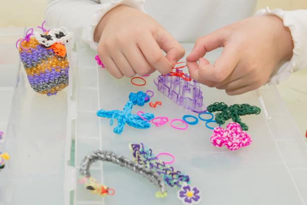 rainbow loom-färgade gummiband för vävning tillbehör - remmar godis bildbanksfoton och bilder