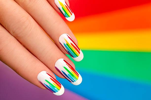 rainbow-maniküre. - nageldesign trend stock-fotos und bilder