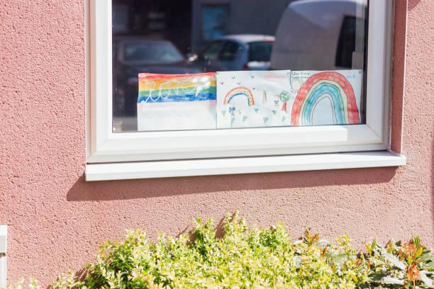 Regenbogen Bilder im Fenster – Foto