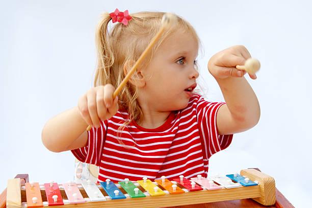 rainbow xylophon - lautbildungsspiele stock-fotos und bilder