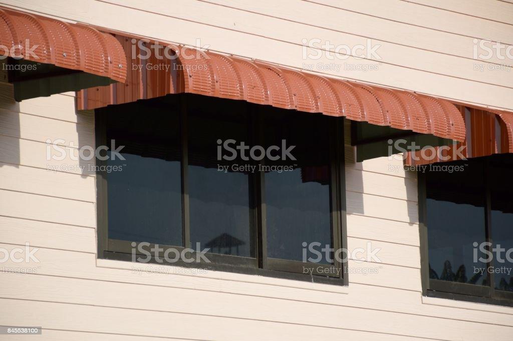 geschickte Herstellung noch nicht vulgär exzellente Qualität Regenfeste Markise Folie Fenster Stockfoto und mehr Bilder von Architektur