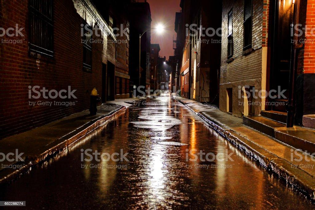 雨水淋濕了的城市街道,在波士頓麻塞諸塞州圖像檔