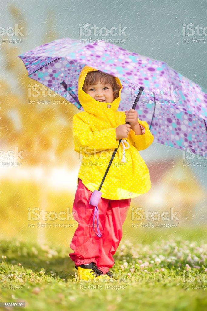 Jour De Pluie Fille Heureux Bambin Porte Manteau Imperméable