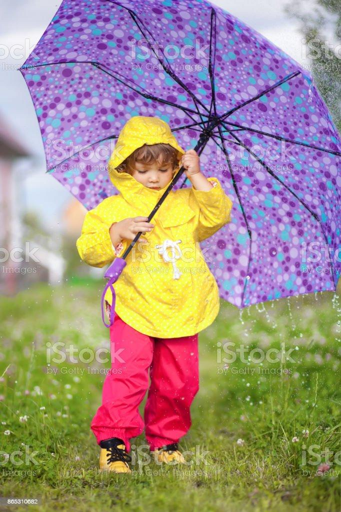Photo Libre De Droit De Jour De Pluie Fille Heureux Bambin
