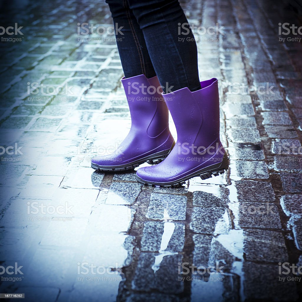 Purple Zu Fuß In Gummistiefel Stadt Regnerischen Tag Die mw8Nn0