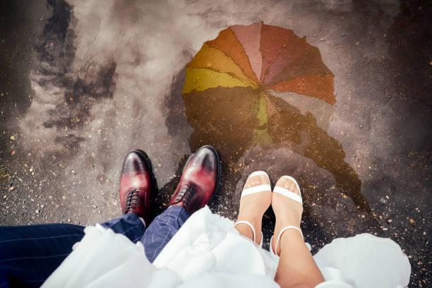 rainy hochzeit - regenzeit stock-fotos und bilder