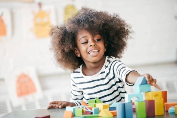 erziehung eines kindes glücklichen und zuversichtlich - kleinkind frisur stock-fotos und bilder