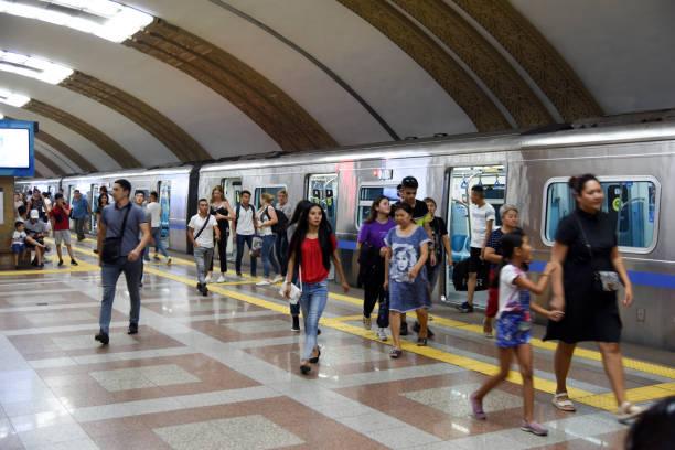 raiymbek batyr (almaty metro) - almaty metro wiedenmeier stock-fotos und bilder