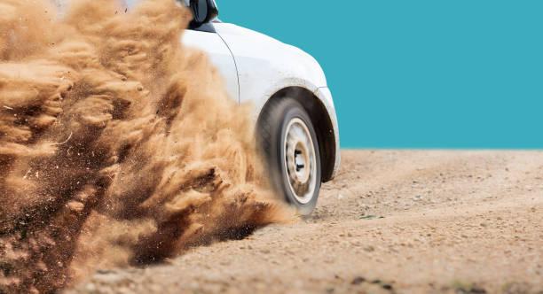 Rallye Auto Geschwindigkeit in Schotterpiste – Foto