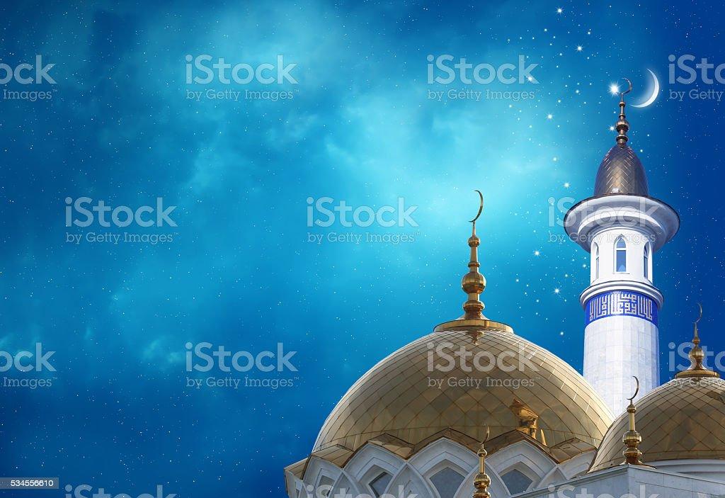 Kareem Ramadan arrière-plan croissant de lune sur un sommet de la mosquée - Photo