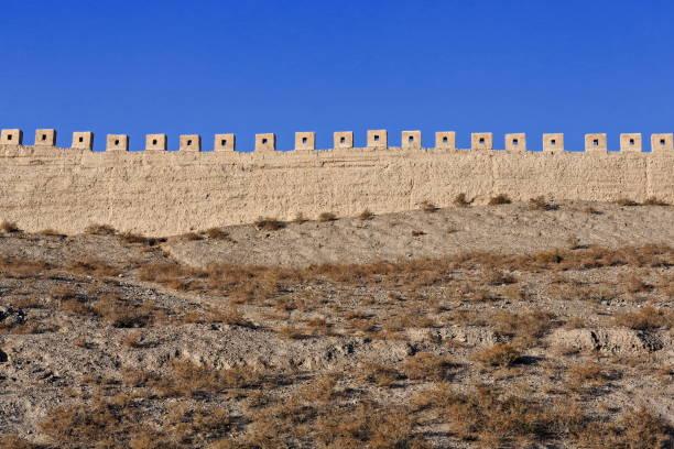 Rammed Erdwand-Steinmauern der Festung Jiayu Pass. Jiayuguan Stadt-Gansu-China-0723 – Foto
