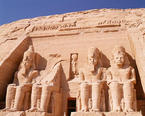 Ramses 2 statue