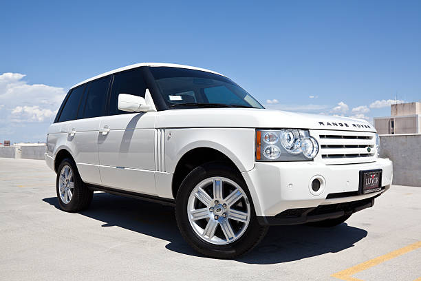 2008 Range Rover. Scottsdale, United States - September 8, 2011: A parked white 2008 Range Rover sport utility vehicle. The Range Rover although designed for off road use, has become widely popular as a luxury street vehicle. range rover stock pictures, royalty-free photos & images