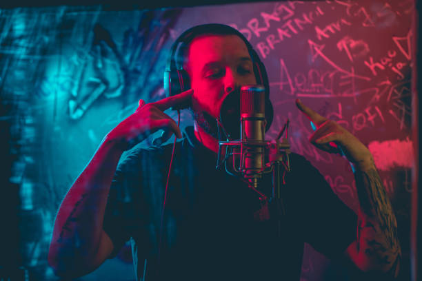 Rap musician in studio – zdjęcie