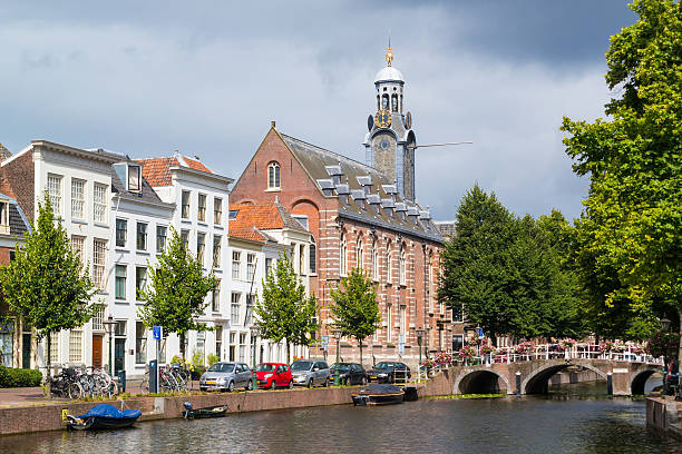 Rapenburg canal in Leiden, Netherlands Leiden, Netherlands - August 9, 2016: Rapenburg canal with Academiegebouw in old town of Leiden, South Holland, Netherlands leiden stock pictures, royalty-free photos & images