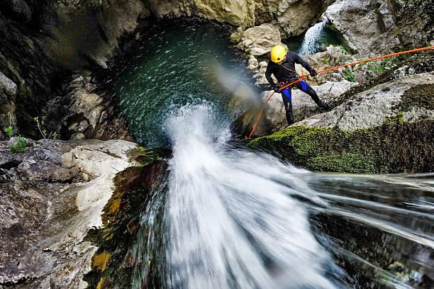 Rappeling auf den Wasserfall – Foto