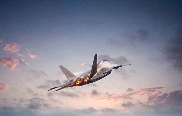 F22 Raptor Advanced military aircraft flying into the sunset supersonic airplane stock pictures, royalty-free photos & images