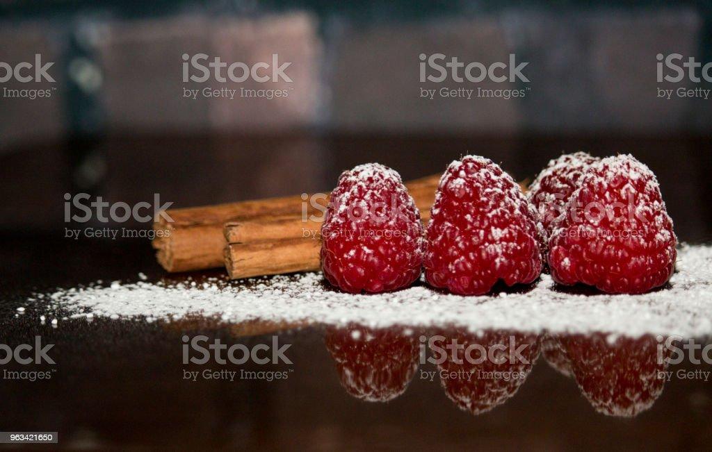 Framboises, de cannelle et de sucre - Photo de Aliment libre de droits