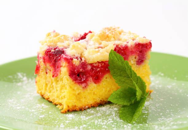 raspberry crumb cake - tarte und törtchen stock-fotos und bilder