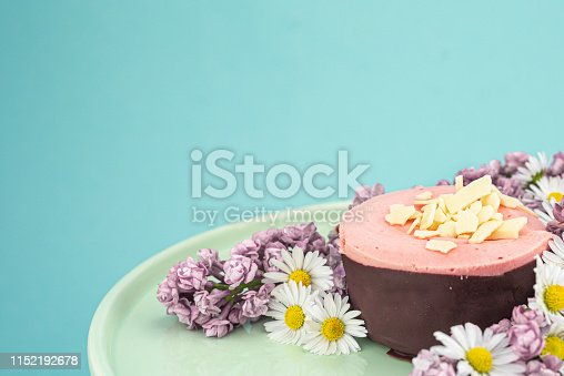 istock Raspberry mousse decorated with flowers 1152192678