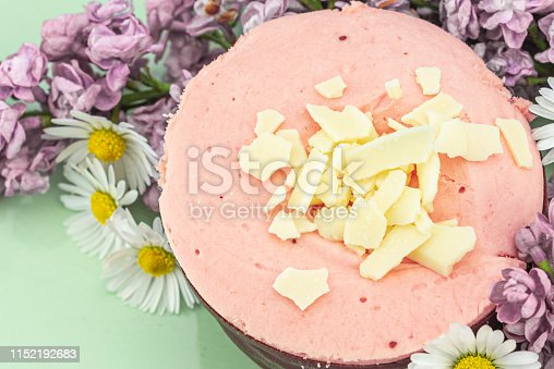 istock Raspberry mousse decorated with flowers 1152192683