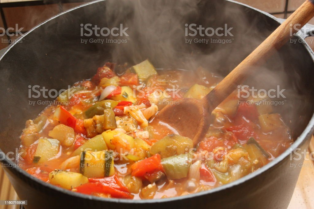 Ratatouille being cooked in a cast iron casserole  French cooking - Foto stock royalty-free di Aglio - Alliacee