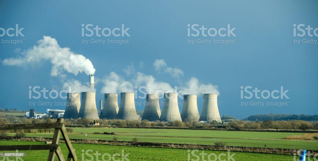 Ratcliffe-op-Soar elektriciteitscentrale van snelweg M1, Engeland foto