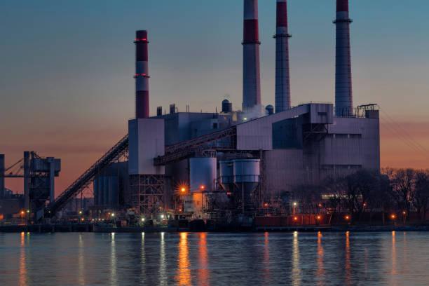 Ravenswood Generating Station im Morgengrauen – Foto