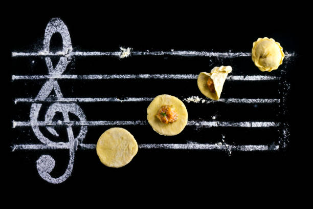 ravioli - kochen musik - knödel kochen stock-fotos und bilder