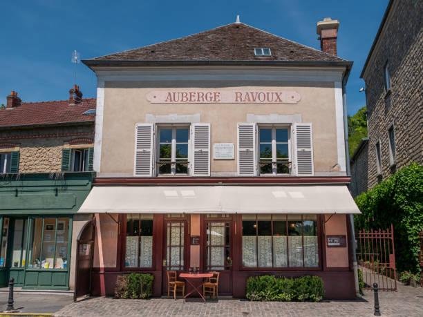 Ravoux Inns Auvers-sur-Oise, France - June 01, 2019: The Auberge Ravoux, where the artist Vincent Van Gogh lives his last days. val d'oise stock pictures, royalty-free photos & images