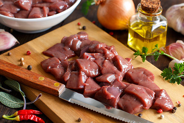 raw beef liver with spices, herbs  and vegetables - kalbsleber stock-fotos und bilder