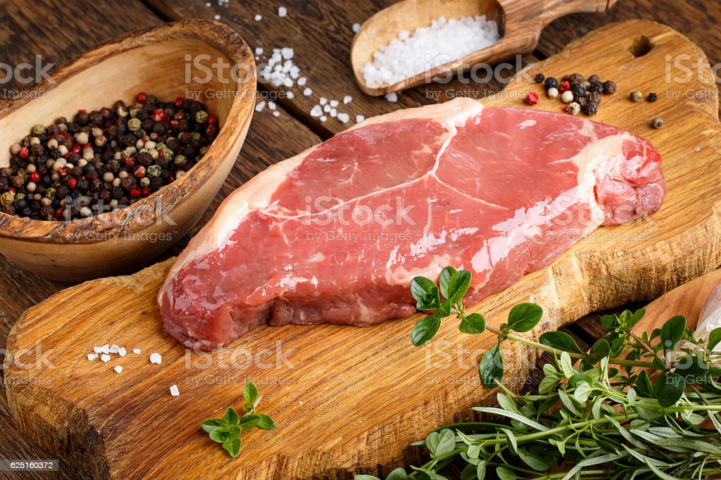 Raw beef striploin steak. Uncooked meat New York strip steak. - foto de acervo