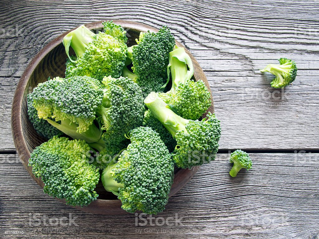 Raw broccoli on wooden background​​​ foto