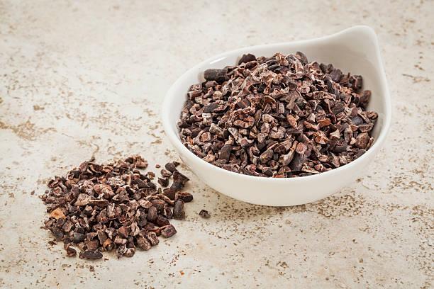 raw cacao nibs - stålpenna bildbanksfoton och bilder