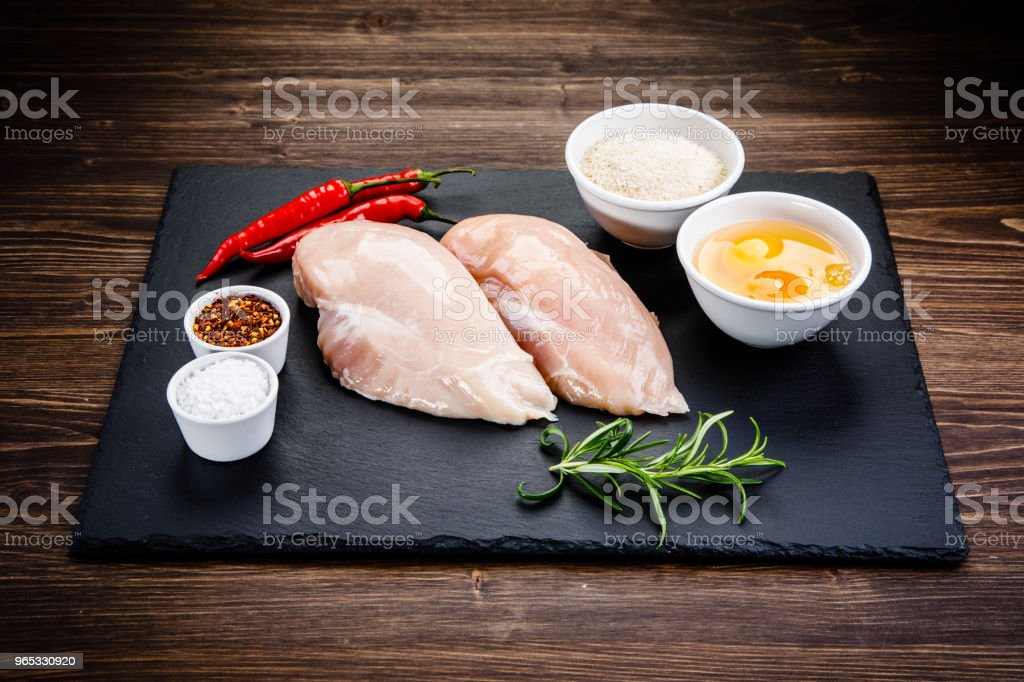 Raw chicken breasts on cutting board zbiór zdjęć royalty-free