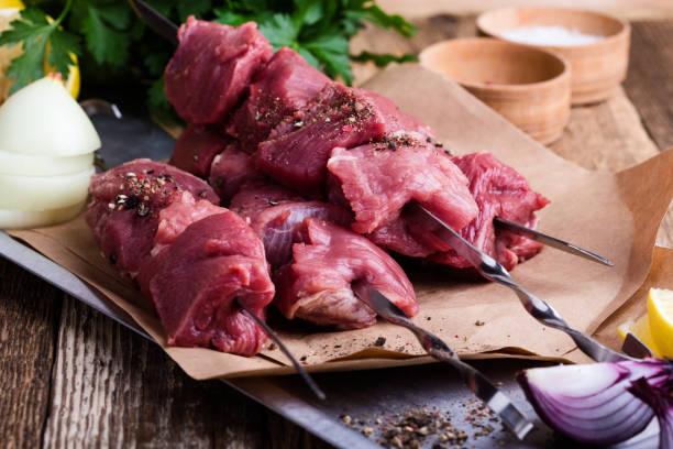 Frisches Rindfleisch-Spieße, gehackte Metzgerei rohem Fleisch – Foto